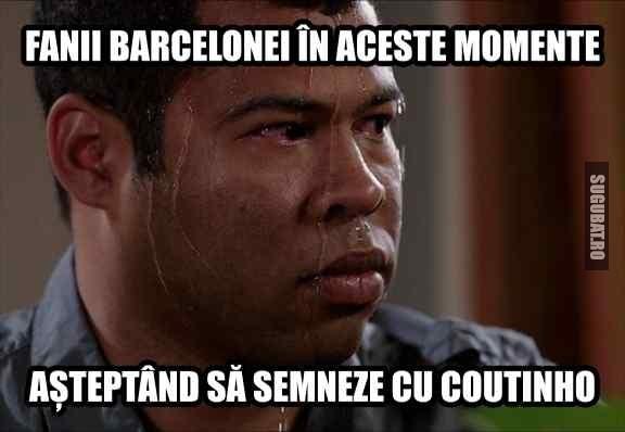 Fanii Barcelonei asteptandu-l pe Coutinho